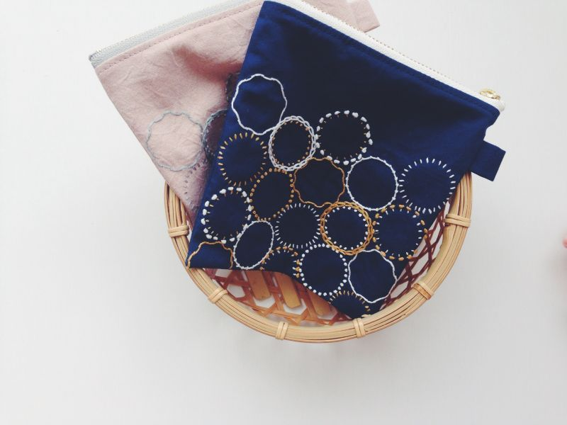 ○new○a.m.さんの刺繍ポーチ